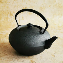 """HIRATSUBO"" TEAPOT - Black Iron cover - 700ml"